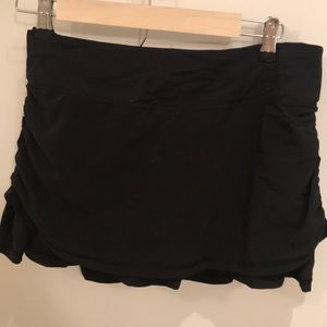 Lululemon size 6 black skirt
